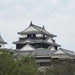 松山城に迫る