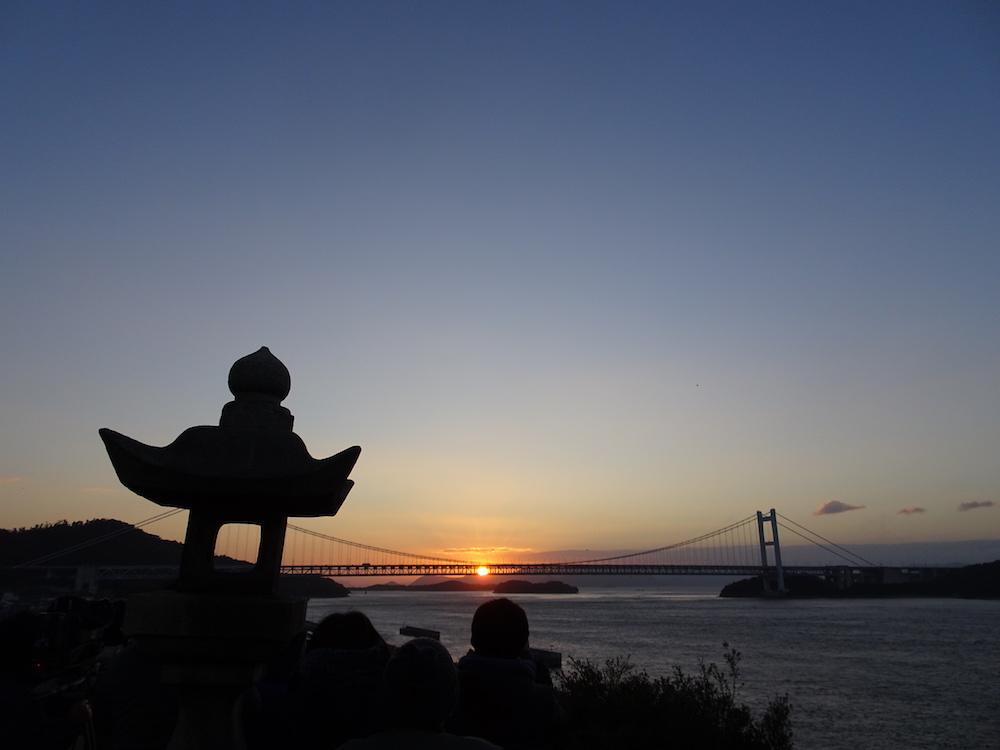 下津井祇園神社で初日の出を拝む